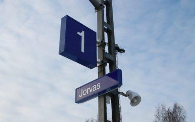 Rantaradan varrella Kirkkonummella juna pysähtyy Masalan, Jorvaksen, Tolsan ja Kirkkonummen asemalle